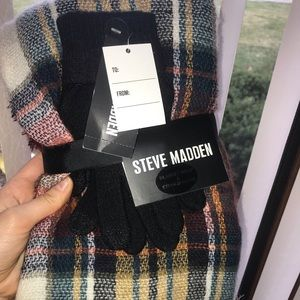 Steve Madden blanket scarf & touch screen gloves
